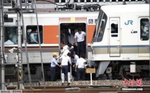 日本东京电车停摆影响28万人 大学考试延后1小时