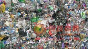 日本去年塑料垃圾出口量减三成 日专家呼吁商家使用可再生材料