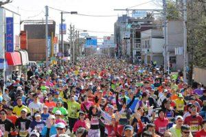 日本东京都青梅马拉松,每年2月鸣锣开赛