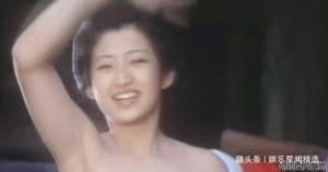 为何山口百惠照相爱皱眉头,日本观众却为她痴迷?物哀美学魔力!