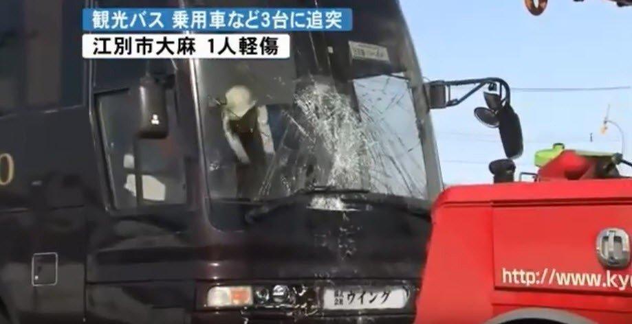 影/北海道惊传连环车祸台湾滑雪团26人无人受伤