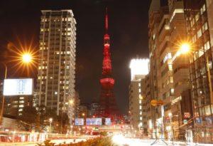 东京塔农历除夕夜点亮红色灯光 祈愿日中友好