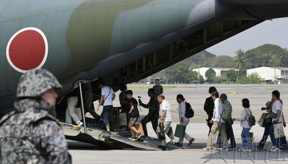 日本自卫队与美泰军队共同开展护侨训练