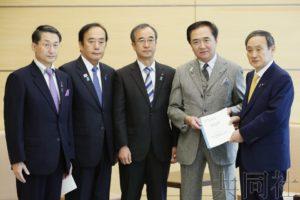 """官房长官会见""""救出朝鲜绑架受害者知事会""""成员"""