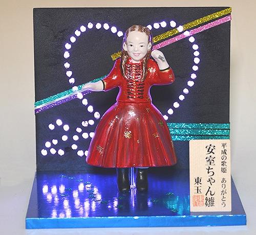 印象に残る出来事をモチーフにした雛人形「変わり雛」【連載:アキラの着目】