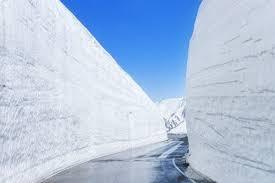日本立山黑部高山游览路线加紧除雪 预计4月15日全线开通