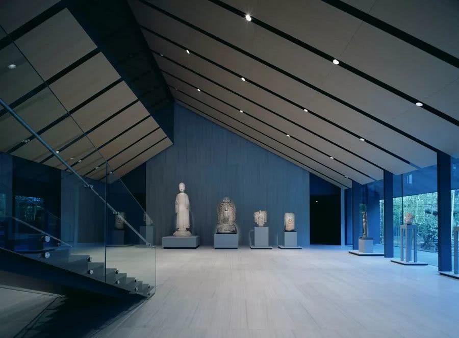 这座日本最美私人美术馆里,盛开着佛教美术中庄严绚丽的花卉
