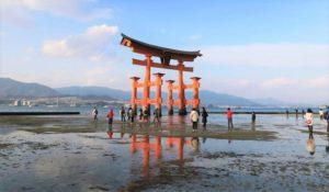 广岛县高中生面向外国人制作宫岛导游手册