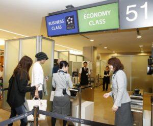铃木一朗受敬重从51号登机门搭机返美