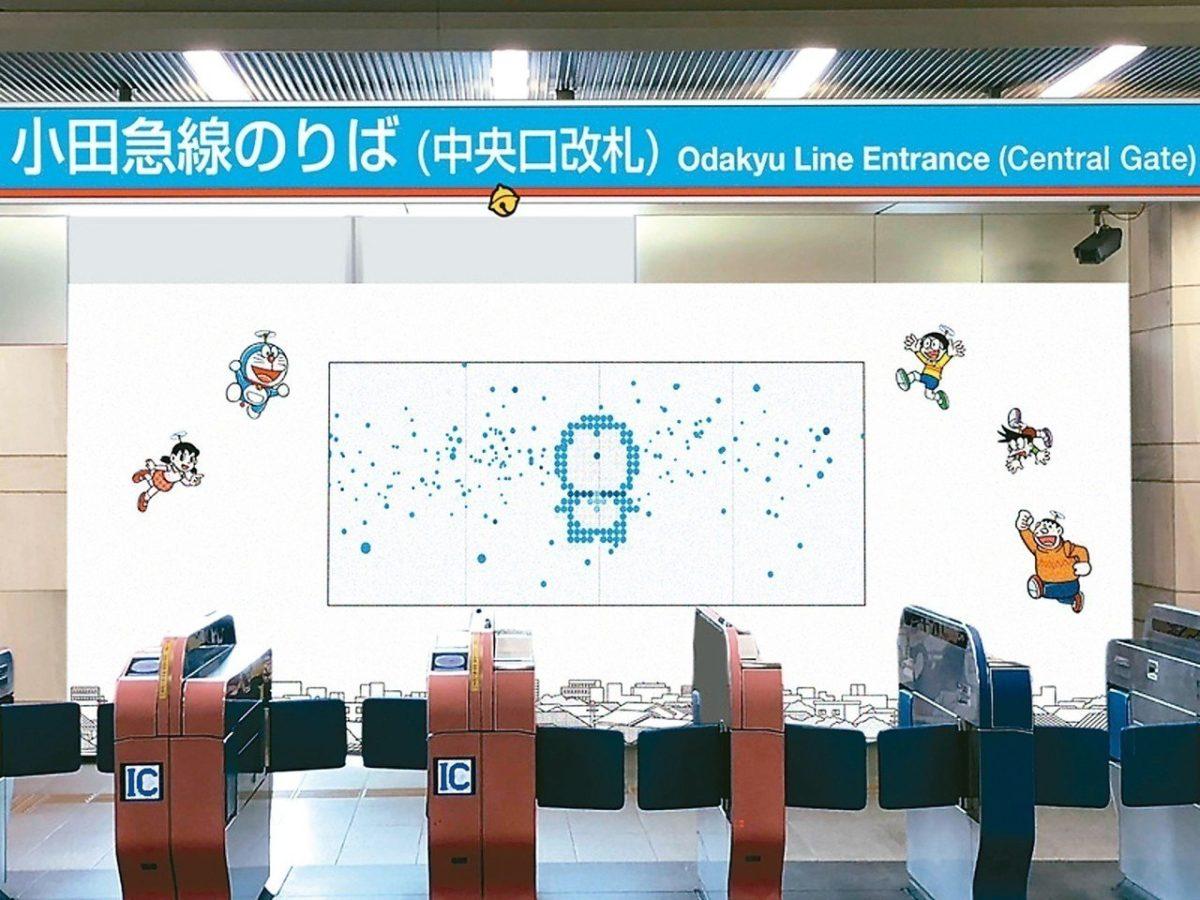 日本车站「任意门」 哆啦A梦等你来穿越