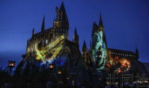 日本环球影城展示庆祝哈利・波特园区5周年表演