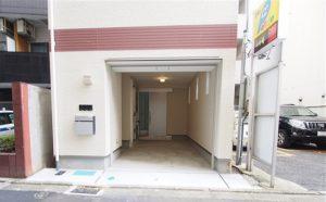 岩本町一戸建て 1F駐車場