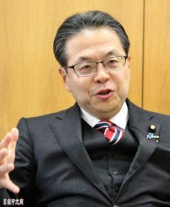 日本经产相:愿在G20上充当中美的桥梁