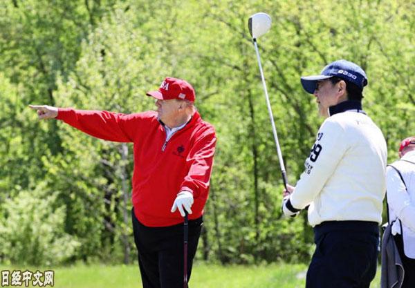 安倍和特朗普时隔一年打了第四场高尔夫