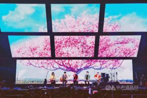 五月天大阪开唱回归音乐原点献资深歌迷