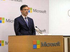微软日本公司宣布今年8月每周休三天 并向员工发放补助金
