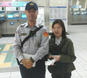樱花妹一下机就遗失护照捷运警察半小时就找到