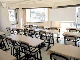 为什么日本大多数语言学校,要设在高架桥边?