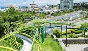 「浦添大公园」:大人小孩都爱、拥有超长溜滑梯的绿意公园!