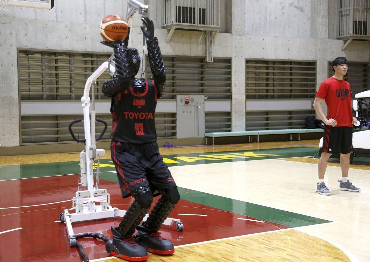 丰田机器人投三分球神准射程媲美勇士球星柯瑞