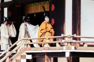 牙齿不美白却染黑?学者揭露日本天皇昔日为何「齿黑」