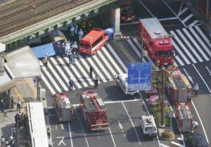 日本神户闹区重大车祸公车冲撞行人1死7伤