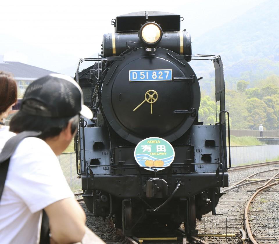 日企展示生物燃料开动的蒸汽火车 宣传为全球首例
