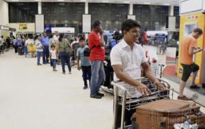 日本旅行社忙于确认在斯里兰卡游客安全