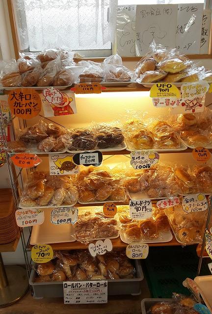 富士食品パン工場直売所の店内