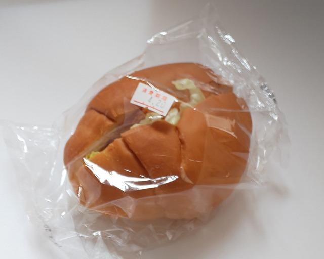 富士食品パン工場直売所のコロッケバーガー