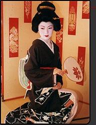 芸妓変身コース(¥20,000[税別]~) 舞妓変身・京都・観光・宿泊なら「舞妓変身処ペンション祇園」へ から引用