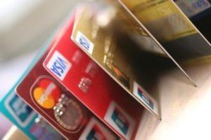 瞄准日本老人掉包银行卡的行骗多有发生 去年涉案19亿日元