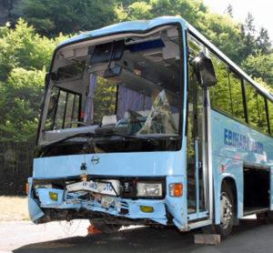 日本群马县发生巴士跌落山沟事故 造成12人受伤
