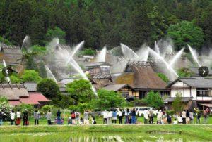 京都美山町茅草屋街道举办放水演练 每年5月12月各进行一次