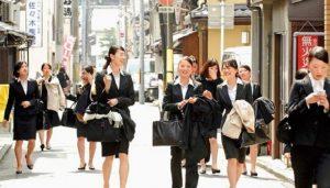 约36%的日本企业全面上调2019年度新员工起薪
