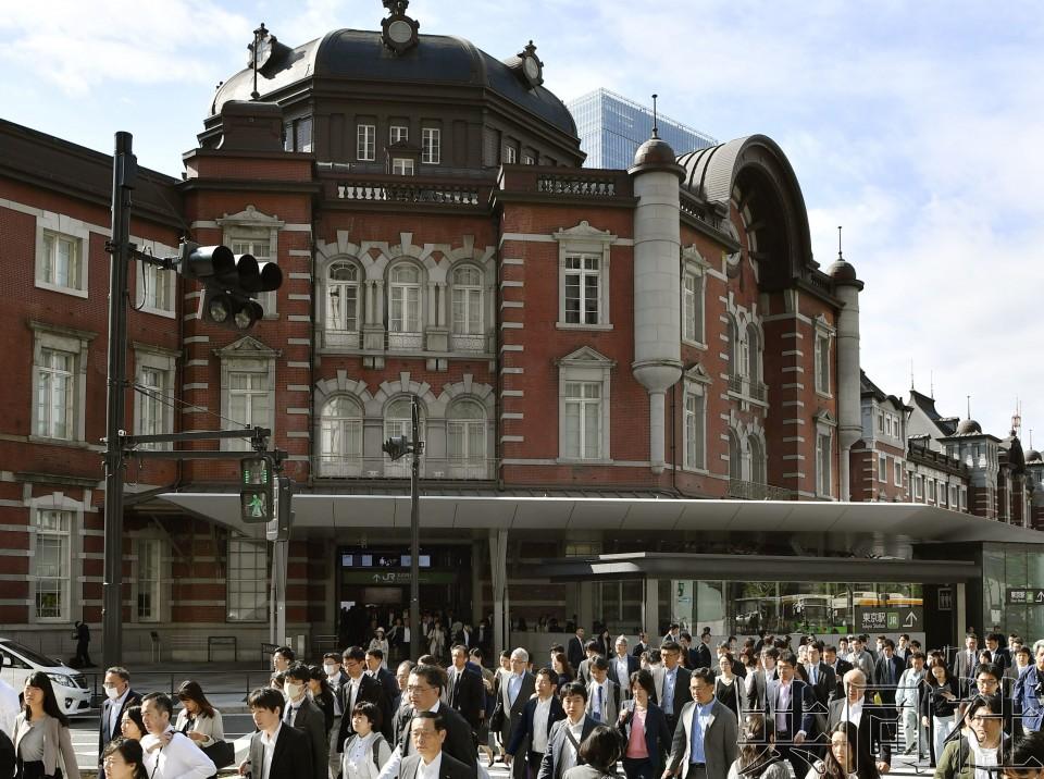 """日本迎来""""令和""""首个工作日 金融机构警惕混乱"""