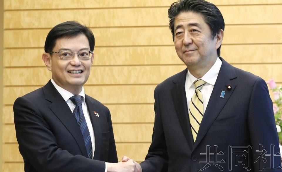 安倍会见新加坡副总理 力图构建信赖关系