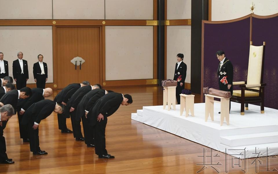 """详讯2:日本新天皇发表首次讲话 称""""将履行象征职责"""""""
