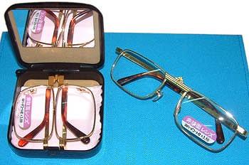 コンパクト型老眼鏡(3,000円) 老眼めがね博物館HPから引用