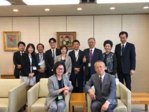 陈郁秀访NHK 谈台日戏剧合制参观8K放映室