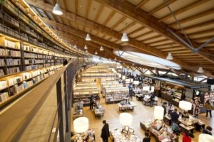 在设有星巴克咖啡的「武雄市图书馆」读一本好书:武雄