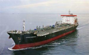 日船中东遭炮击两度中弹船长下令弃船全员平安