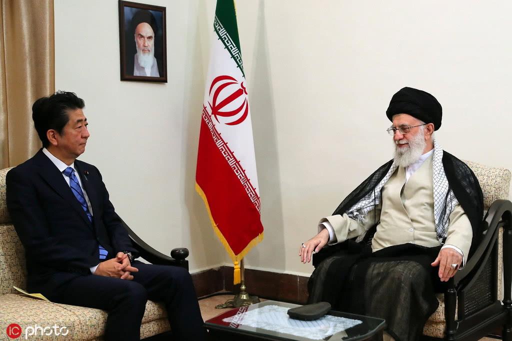 快讯:安倍与伊朗最高领导人举行会谈