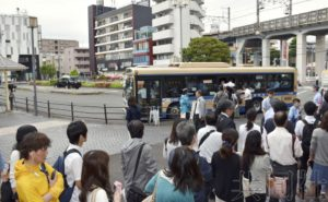横滨逆行列车撞上挡车器后移动1米