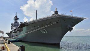 海自护卫舰与美军航母在南海实施联合训练