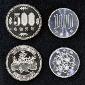 """日本开始铸造印有""""令和元年""""字样的新硬币与纪念金币"""