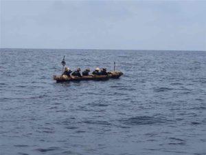 重现3万年前航行台日联手划圆木舟从台东抵冲绳[影]