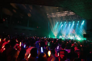 动画歌手团体JAM Project结成20周年,给粉丝的周年纪念专辑+过往专辑将重达四公斤!!