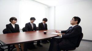 日本另类面试不用穿套装.抽签决定主题