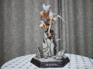 《一拳超人》饿狼战斗雕像 银发恶魔蓄势待发